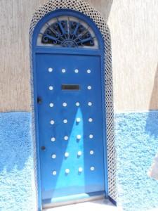 Puerta de entrada con fijo superior.