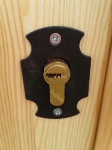 Detalle cerradura de seguridad.