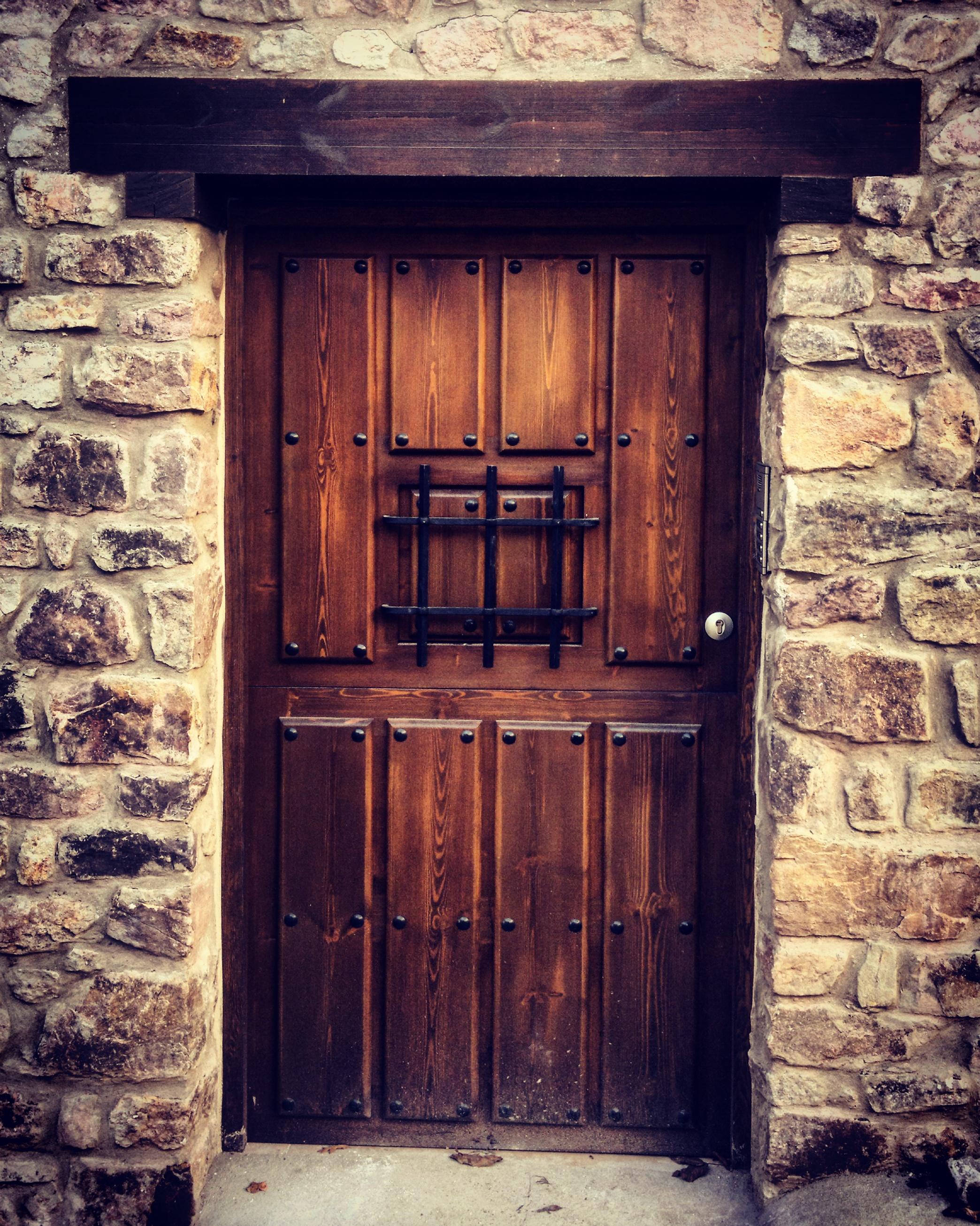 Carpinter a de madera puertas de madera for Puertas rusticas de madera
